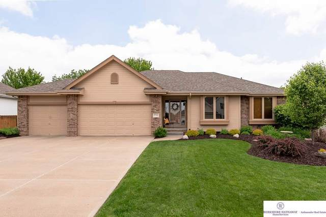 8701 S 97th Avenue, La Vista, NE 68128 (MLS #22012402) :: Cindy Andrew Group