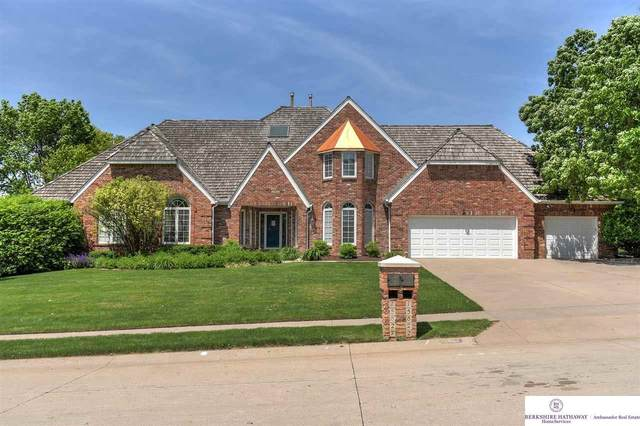 15822 Webster Street, Omaha, NE 68118 (MLS #22012926) :: One80 Group/Berkshire Hathaway HomeServices Ambassador Real Estate