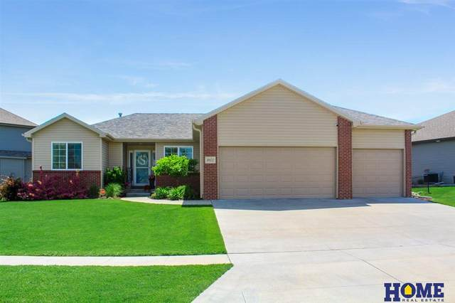 9502 S 71st Street, Lincoln, NE 68516 (MLS #22013423) :: Dodge County Realty Group