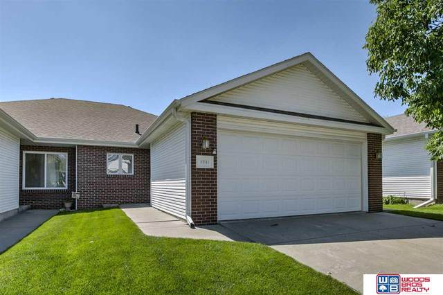 4841 S 55th Court, Lincoln, NE 68516 (MLS #22013603) :: kwELITE