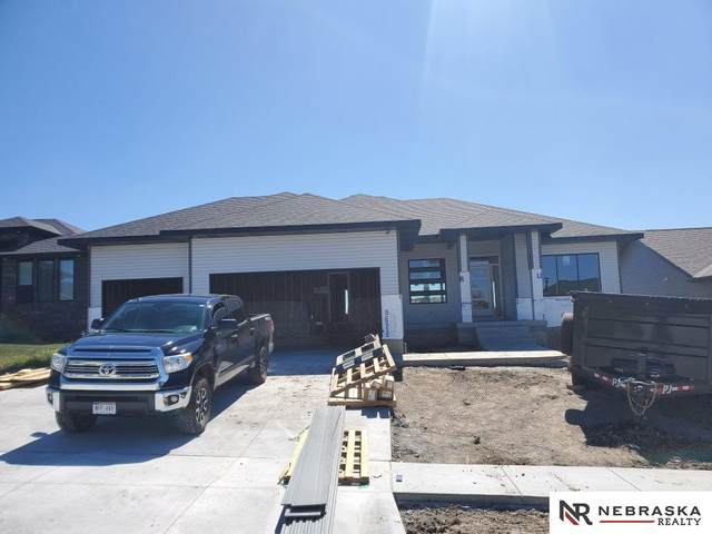 7633 Himalayas Drive, Lincoln, NE 68516 (MLS #22014389) :: Cindy Andrew Group