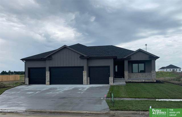 8724 S 81st Street, Lincoln, NE 68516 (MLS #22014990) :: The Briley Team