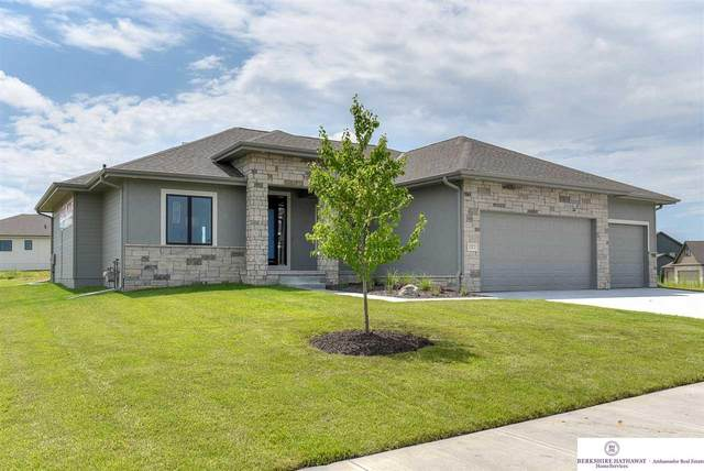 10507 Superior Drive, Papillion, NE 68046 (MLS #22021969) :: The Homefront Team at Nebraska Realty