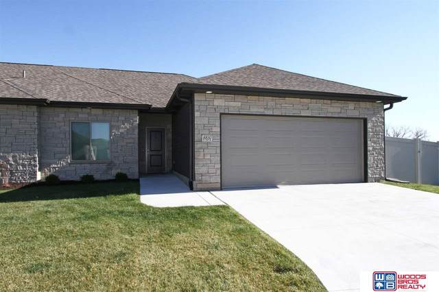 8830 S 38th Street, Lincoln, NE 68516 (MLS #22027442) :: Catalyst Real Estate Group