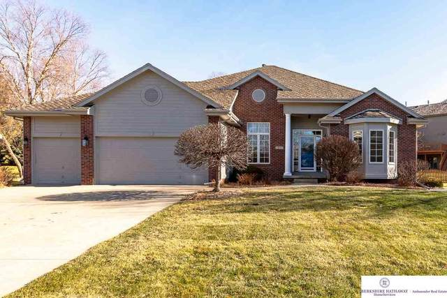 2607 N 161 Terrace, Omaha, NE 68118 (MLS #22029480) :: The Homefront Team at Nebraska Realty