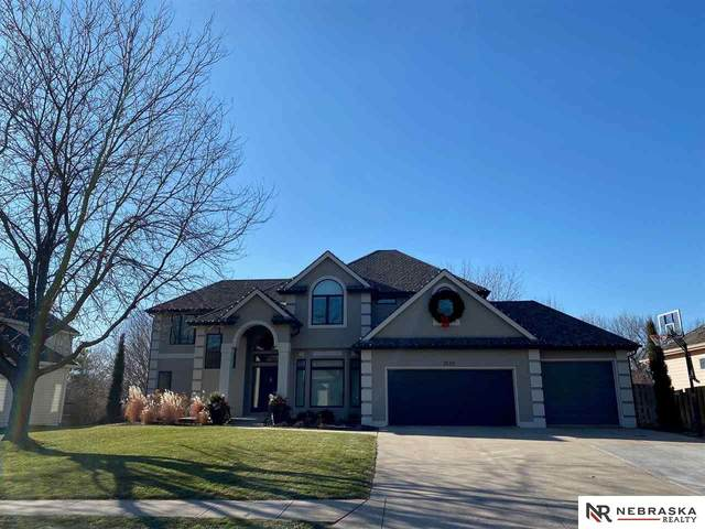 2616 N 161 Terrace, Omaha, NE 68116 (MLS #22029548) :: The Homefront Team at Nebraska Realty