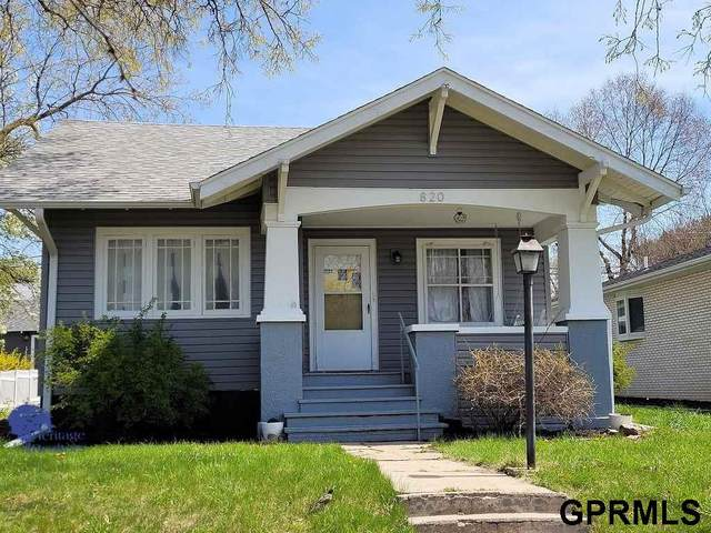 820 N Burlington Avenue, York, NE 68467 (MLS #22030429) :: Don Peterson & Associates