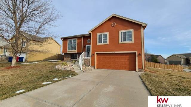 2904 Parkside Drive, Bellevue, NE 68123 (MLS #22030721) :: The Briley Team