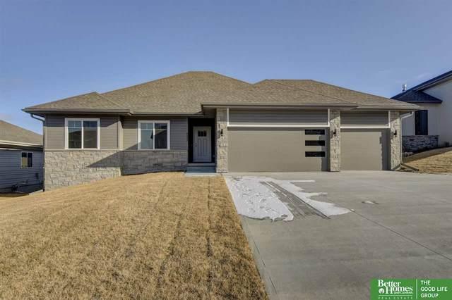 19270 Ruggles Circle, Omaha, NE 68022 (MLS #22103812) :: Berkshire Hathaway Ambassador Real Estate