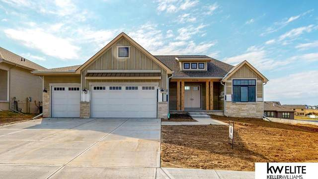 21360 E Circle, Elkhorn, NE 68022 (MLS #22104027) :: One80 Group/KW Elite