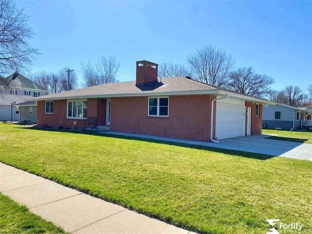 805 F Street, Fairmont, NE 68361 (MLS #22105490) :: Berkshire Hathaway Ambassador Real Estate