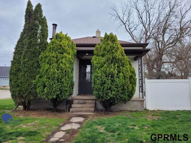 328 N Iowa Avenue, York, NE 68467 (MLS #22106091) :: Omaha Real Estate Group