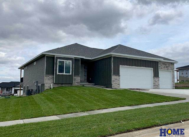 1016 N 106th Street, Lincoln, NE 68527 (MLS #22108118) :: Don Peterson & Associates