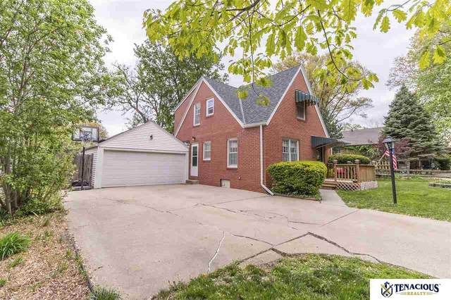 2204 S 35th Street, Lincoln, NE 68506 (MLS #22108970) :: Lighthouse Realty Group