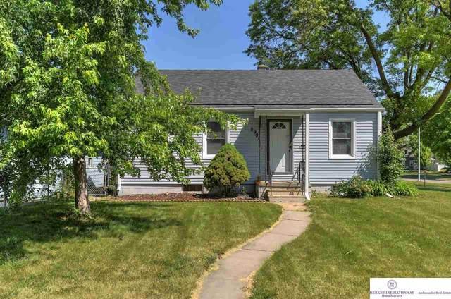 2902 Grebe Street, Omaha, NE 68112 (MLS #22110430) :: Berkshire Hathaway Ambassador Real Estate