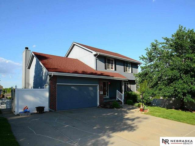 2121 Betsy Avenue, Papillion, NE 68133 (MLS #22111675) :: Berkshire Hathaway Ambassador Real Estate