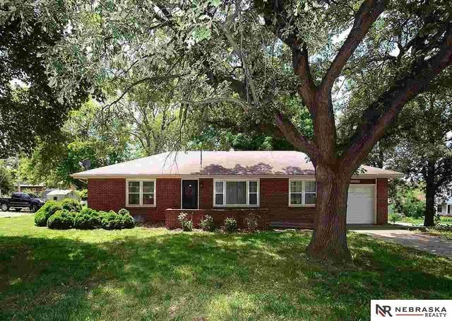 1445 N 70th Street, Lincoln, NE 68505 (MLS #22112602) :: Berkshire Hathaway Ambassador Real Estate