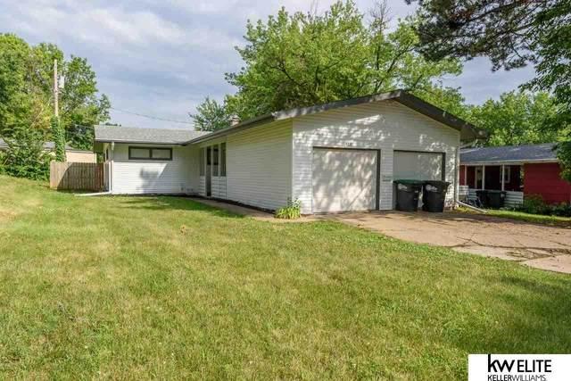4319 N 58 Street, Omaha, NE 68104 (MLS #22114353) :: Capital City Realty Group