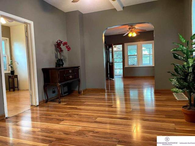 5314 S 32 Street, Omaha, NE 68107 (MLS #22114707) :: Berkshire Hathaway Ambassador Real Estate