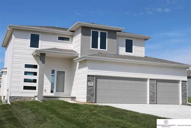 7704 Von Street, Papillion, NE 68046 (MLS #22117274) :: Lincoln Select Real Estate Group