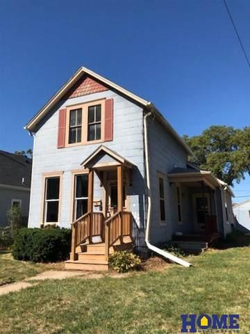 1736 Sumner Street, Lincoln, NE 68502 (MLS #22118733) :: Lincoln Select Real Estate Group