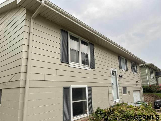 9136 Grand Avenue, Omaha, NE 68134 (MLS #22120577) :: Elevation Real Estate Group at NP Dodge