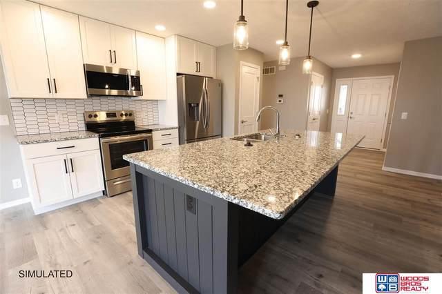 8106 Yankee Woods Drive, Lincoln, NE 68516 (MLS #22122950) :: Omaha Real Estate Group