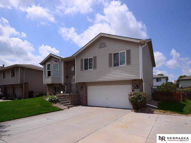2111 NW 53rd Street, Lincoln, NE 68528 (MLS #21917481) :: Dodge County Realty Group