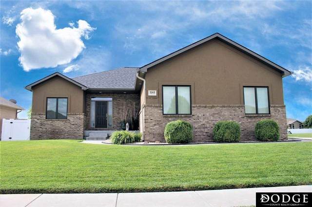 3243 Cherrywood Drive, Fremont, NE 68025 (MLS #22018655) :: The Homefront Team at Nebraska Realty