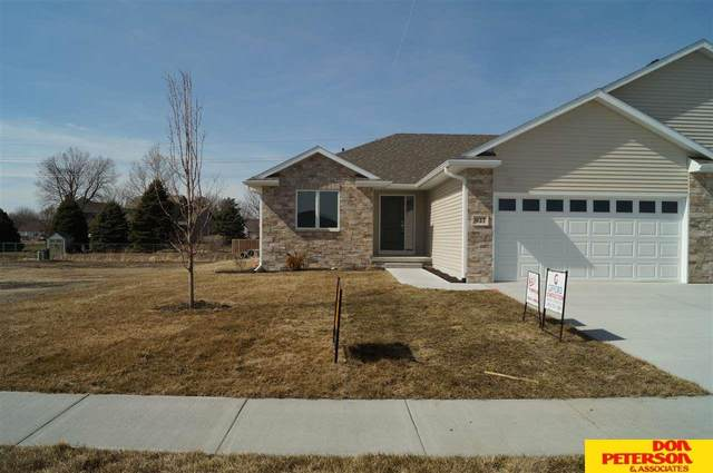 937 Kate Avenue, Fremont, NE 68025 (MLS #22100431) :: Berkshire Hathaway Ambassador Real Estate