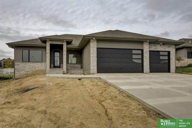 19270 Ruggles Circle, Omaha, NE 68022 (MLS #22103812) :: Catalyst Real Estate Group