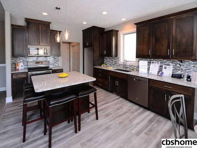 15444 Norwick Drive, Omaha, NE 68116 (MLS #21800872) :: Omaha Real Estate Group