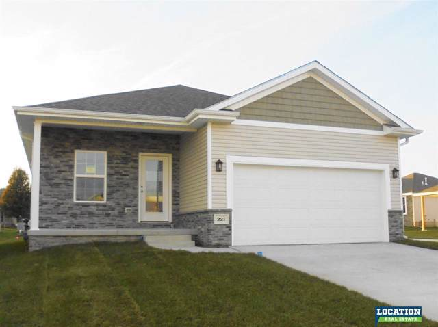 221 Pebble Beach, Lincoln, NE 68520 (MLS #L10148979) :: Dodge County Realty Group
