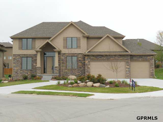 1302 S 194 Street, Omaha, NE 68130 (MLS #21202343) :: Omaha's Elite Real Estate Group