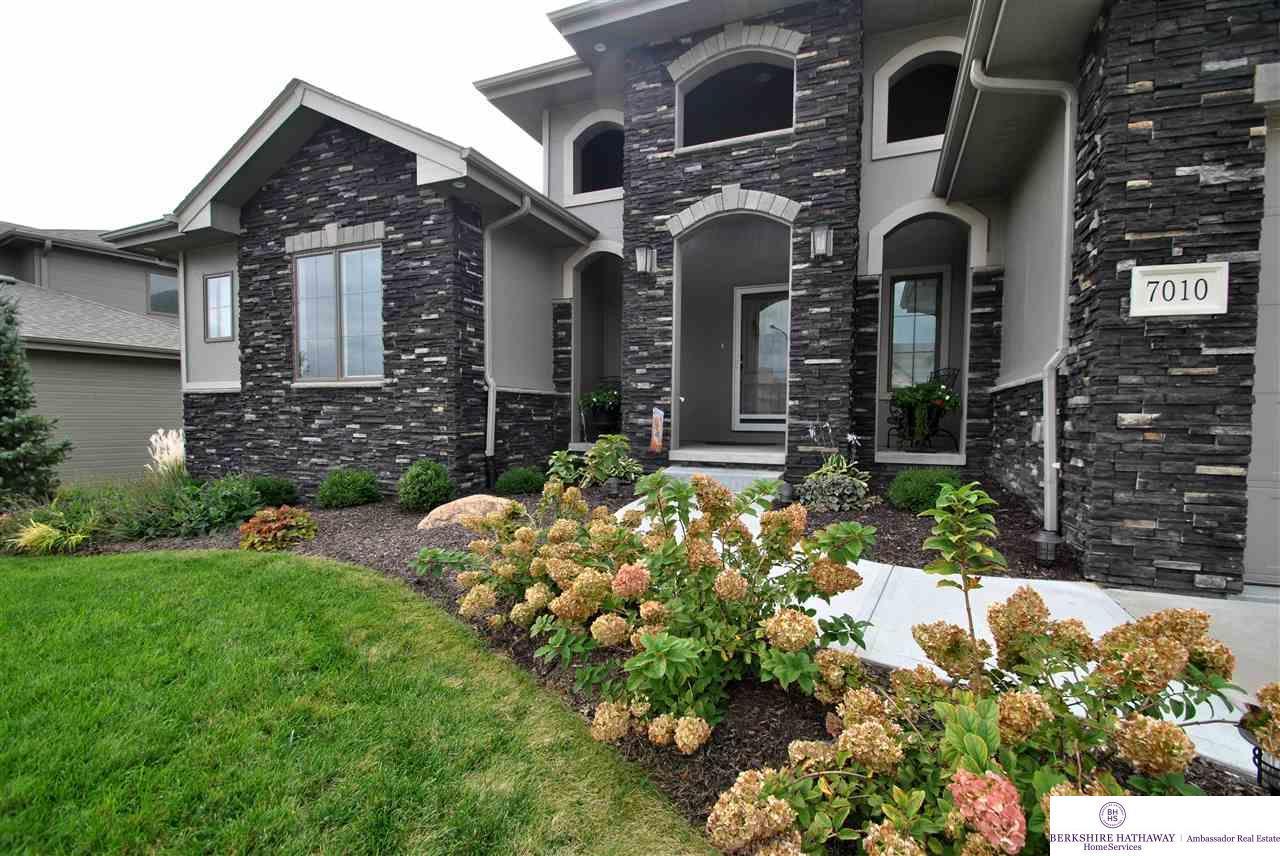 7010 S 201 Street, Gretna, NE 68028 (MLS #21706740) :: Nebraska Home Sales