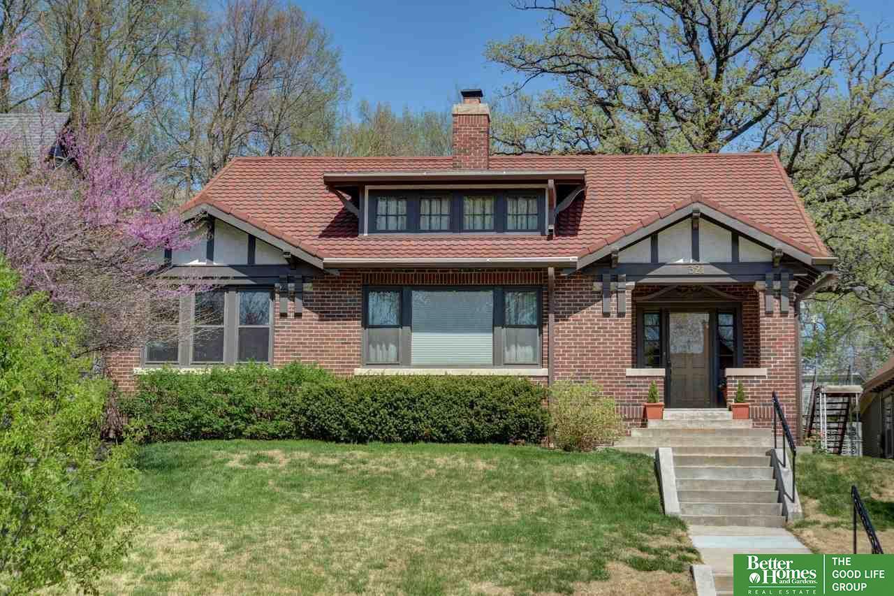 321 Oakland Avenue, Council Bluffs, IA 51503 (MLS #21706821) :: Nebraska Home Sales