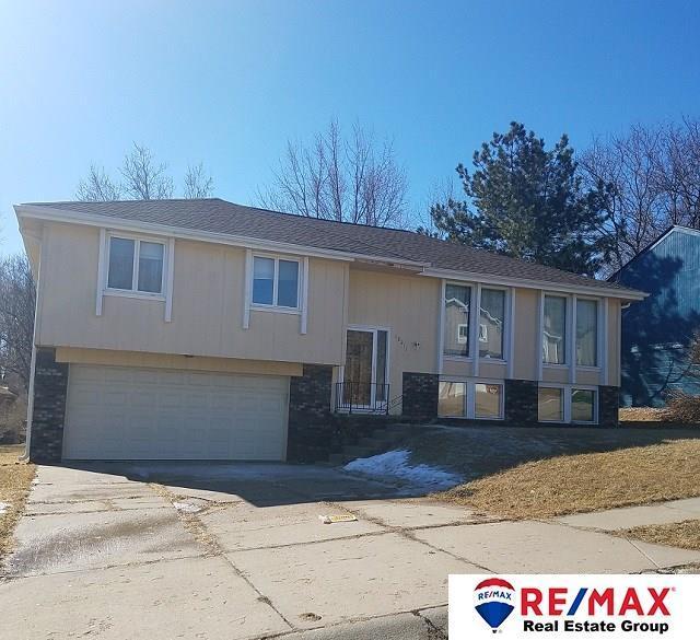 12211 Erskine Circle, Omaha, NE 68164 (MLS #21802900) :: Omaha's Elite Real Estate Group