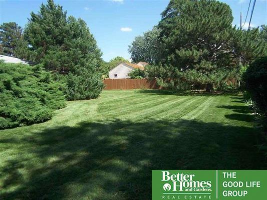 9405 Davenport Street, Omaha, NE 68114 (MLS #21809941) :: Nebraska Home Sales