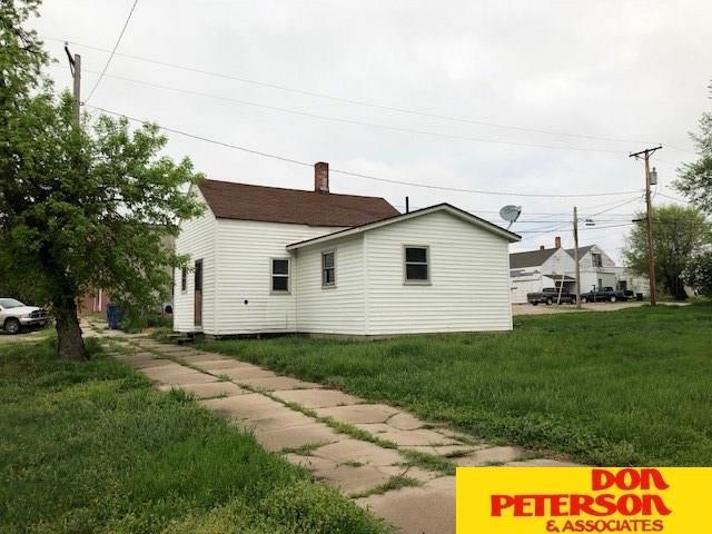 102 S 2nd, Cedar Bluffs, NE 68015 (MLS #21810838) :: Complete Real Estate Group