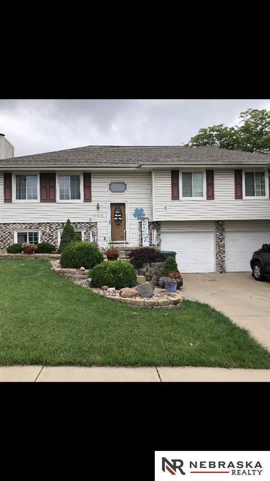 826 Redwood Lane, Papillion, NE 68046 (MLS #21811150) :: Omaha's Elite Real Estate Group