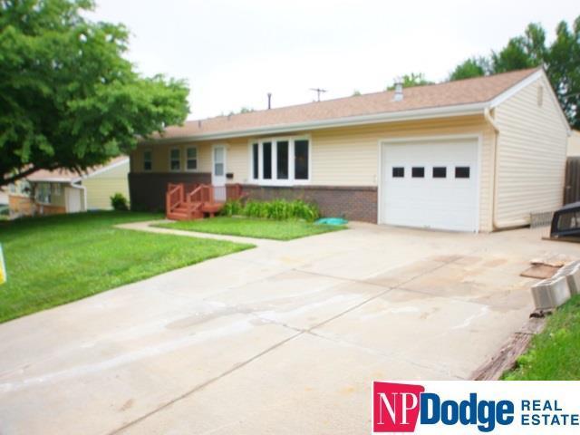 1004 Lemay Drive, Bellevue, NE 68005 (MLS #21811201) :: Omaha's Elite Real Estate Group