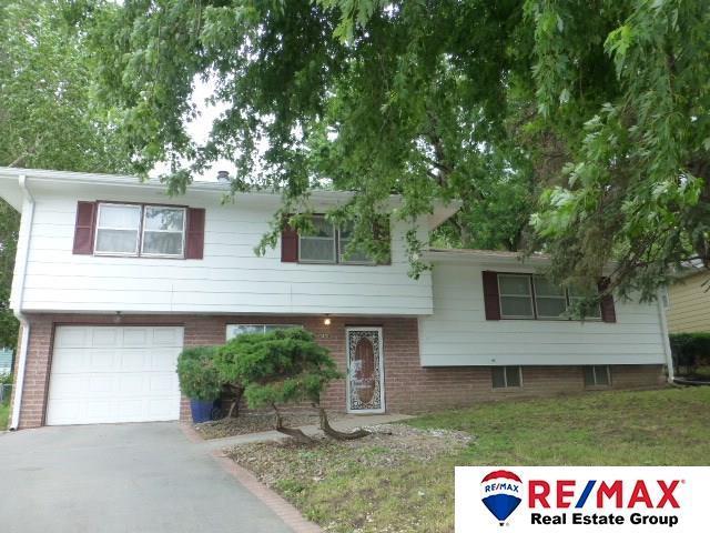 1401 Imperial Drive, Bellevue, NE 68005 (MLS #21811203) :: Omaha's Elite Real Estate Group