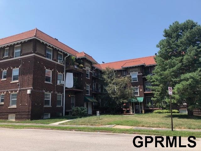 3205 Poppleton Avenue, Omaha, NE 68105 (MLS #21814621) :: Omaha Real Estate Group