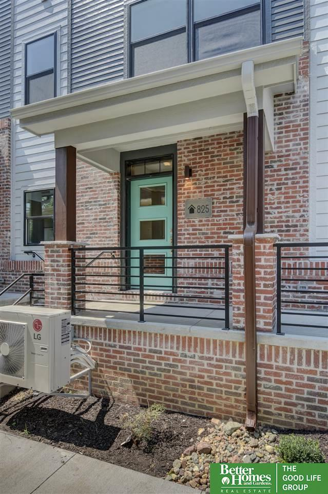 825 S 30 Court, Omaha, NE 68105 (MLS #21814764) :: Omaha Real Estate Group