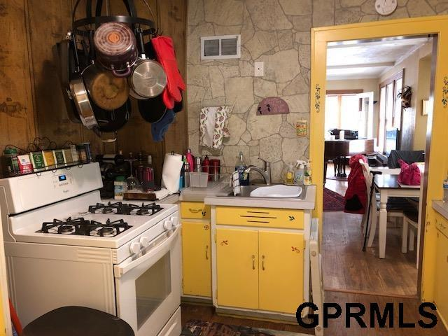 4944 Charles Street, Omaha, NE 68132 (MLS #21819460) :: Complete Real Estate Group