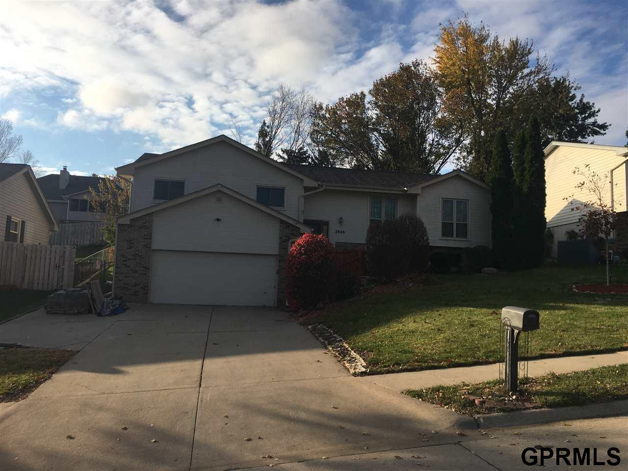 2909 Lynnwood Drive - Photo 1