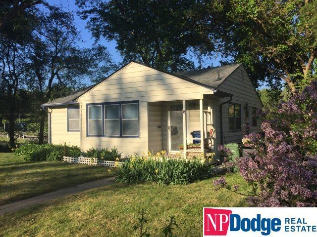 1025 Parkway Drive, Bellevue, NE 68005 (MLS #21906888) :: Omaha's Elite Real Estate Group
