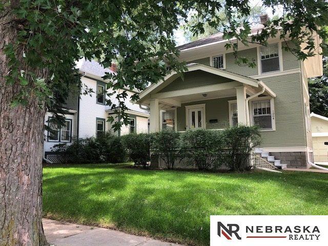 1004 N 49th Street, Omaha, NE 68132 (MLS #21907419) :: Complete Real Estate Group
