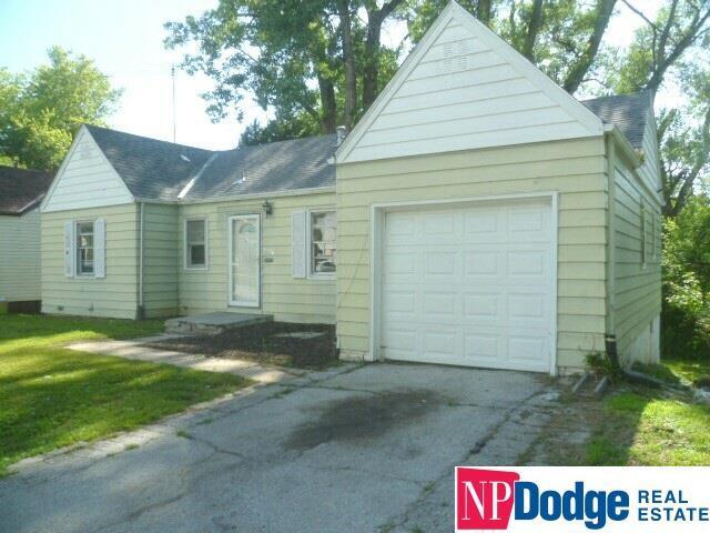 6526 N 35 Street, Omaha, NE 68112 (MLS #21914792) :: Nebraska Home Sales