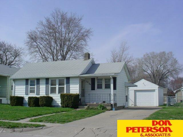 1236 E Cuming, Fremont, NE 68025 (MLS #21915267) :: Nebraska Home Sales